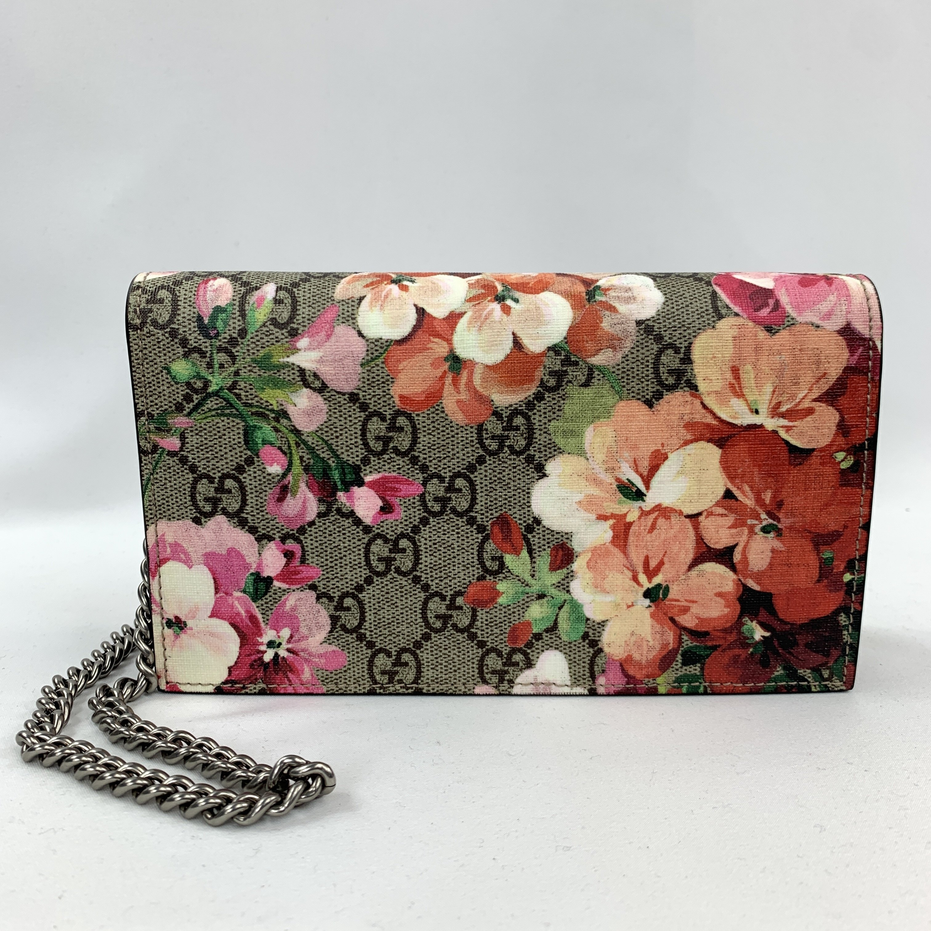 GUCCI Gucci GG Supreme Blooms Wallet on a Chain in Pink