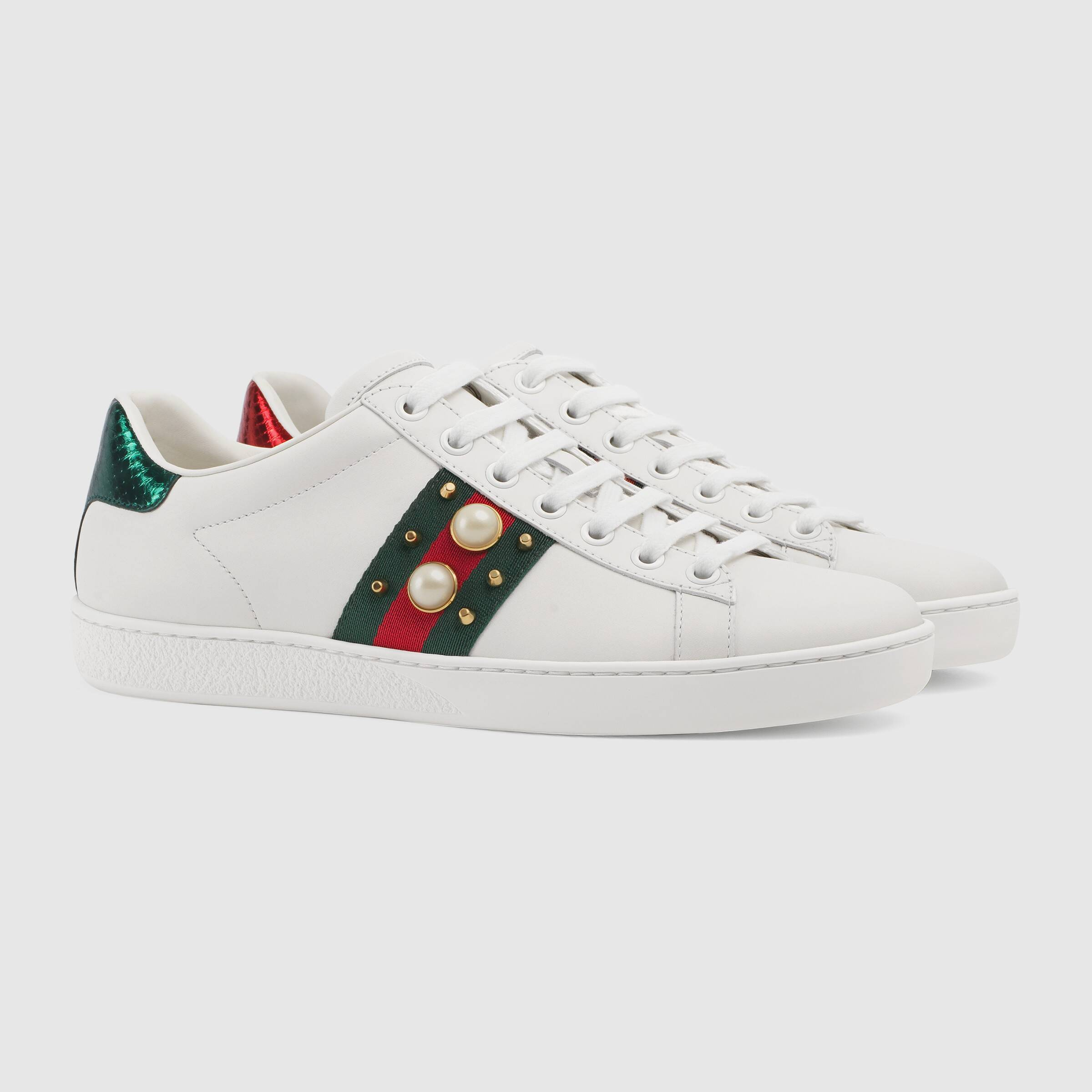 Embroidered low-top sneaker